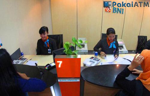Cetak Bukti Transfer BNI Datang ke Kantor Bank BNI