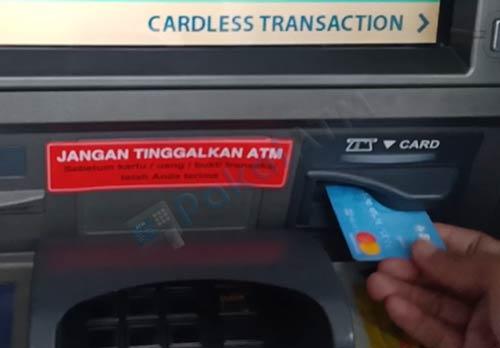 1. Masukkan Kartu ATM BCA