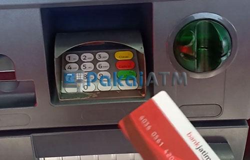 9. Ambil Kartu dari Mesin ATM