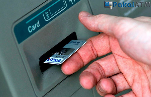 Apa yang Terjadi Saat Posisi Kartu ATM Salah?