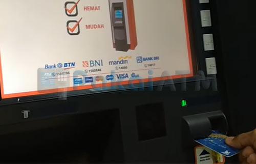 1. Masukkan Kartu ATM ke Mesin
